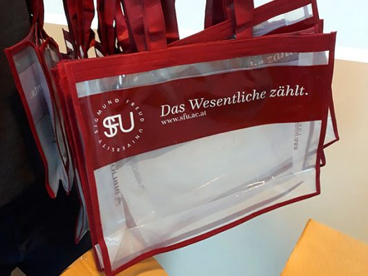 """SFU Bibliobags: """"Das Wesentliche zählt"""""""