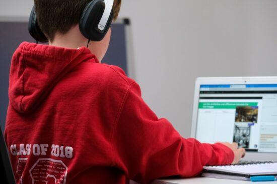 Webinar »Kinder, Jugendliche und Internet: Trends, Chancen und Gefahren«